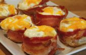 Huevos envueltos en tocino para el desayuno