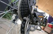 Dar su bicicleta su semanal limpio y ordenado.