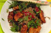Una cena encantadora Wok con pollo marinado y 2 verduras de nuestra huerta