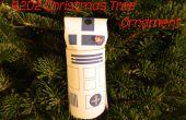 Ornamento del árbol de Navidad de R2D2 de un tubo de papel higiénico