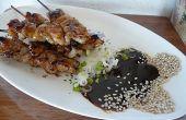 Satay de concha de mar con salsa de cacahuete coco