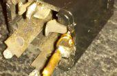 Cómo reparar un terminal jack altavoz roto una guitarra cabinent.