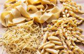 Hacer formas de pastas en casa (por ejemplo, Tagliatelle, Fusilli, Farfalle)