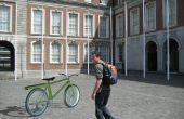 Bicicleta eléctrica con baterías en el marco de la