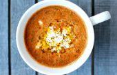 Sopa de tomate asado con garbanzos y cuscús israelí del fuego