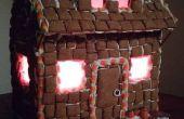 Casa de jengibre de Halloween con luces
