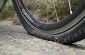 Cómo reparar un neumático de bicicleta de montaña plana con frenos de disco