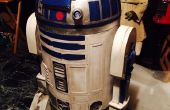 Droide astromecánico R2-D2 de cartón