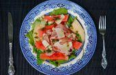 Ensalada de sandía con jamón de Parma, cáscara de sandía en escabeche rápido y Parmigiano-Reggiano