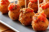 Bolas de Mozzarella fritos con salsa de tomate casera