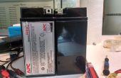 Renovar la batería de ácido de plomo sellada (SLA) con agua destilada.