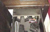 Hacer el cajón de mesita de noche dormitorio para asegurar las armas de fuego.