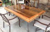 Patio mesa hecha de reciclado cubierta madera