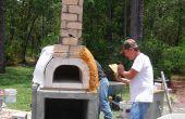Construcción de un kit de bricolaje pizza horno en un horno de pizza de leña madera completo.