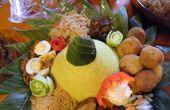 Cono de arroz indonesio artística (Nasi Tumpeng)