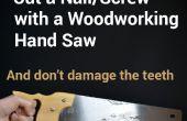 Cortar clavos o tornillos con una sierra de mano para madera