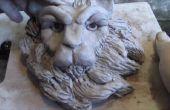 Cómo modelar una cabeza de León en arcilla
