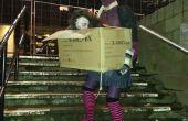 Mujer sin cabeza zomby llevando su cabeza en una caja de
