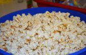 Hacer palomitas de maíz en la cocina!