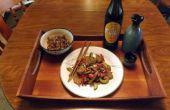 Carne de res salteado con pepino, cebolla y pimientas