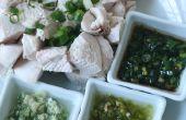 Escalfados con tres salsas que sumerge las pechugas de pollo
