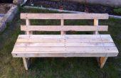 Un banco de jardín de madera de palet