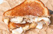 Gourmet mantequilla de maní y jalea Sandwich con una malteada de Chocolate