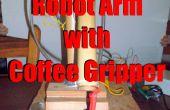 Brazo robot con pinza de café