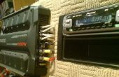 Un amplificador de audio de coche y unidad interior usando fuente de alimentación de PC cableado