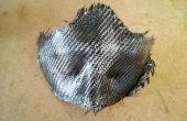 Máscara de fibra de carbono con bordes crudos