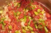 Salsa de tomate casera y ensalada