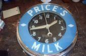 Fijación de un viejo reloj de publicidad