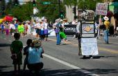 Desfile del orgullo lleva Robot de papel
