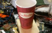 Altavoz megáfono de un café de papel taza