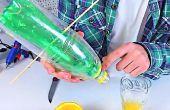 Cómo hacer un exprimidor de botellas de plástico | BRICOLAJE | TUTORIAL
