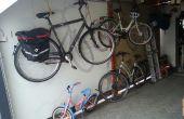 Elevador de bicicletas para salvar a algún lugar.  Hecho de motores tubulares para persianas