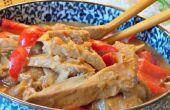 Lento cocina Thai de cerdo con pimientos