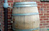 Recoger agua de lluvia con un barril de vino