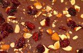 Agridulce Chocolate corteza con sal ahumada del mar, arándanos secos y almendras asadas