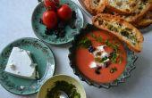 Sopa fría de sandía y tomate con queso de oveja, aceitunas y perifollo