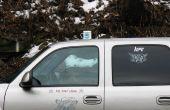 Taza de café en la broma del coche/del carro