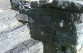 Luz hasta roca pared escalera, con luces solares