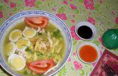 Sopa de tallarines del pollo (Soto Lamongan)