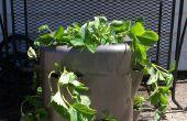 """Cómo hacer un """"tarro de fresa"""" de una jarra de plástico re-purposed"""