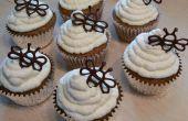 Cupcakes de nuez de miel orgánicas con miel y vainilla nata