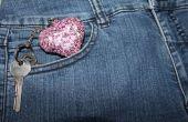 Hecho a mano brillante corazón clave etiqueta para cualquier bolsillo.