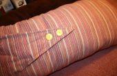 Almohada tubo rayas lindo cubrió con botones amarillos!