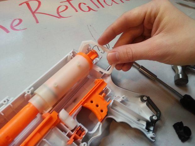 Nerf Retaliator Mod: Desmontaje de la brida de aire y
