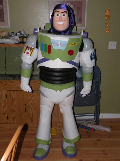 5cf9d2aaac71f Construí mi primer traje de Buzz Lightyear