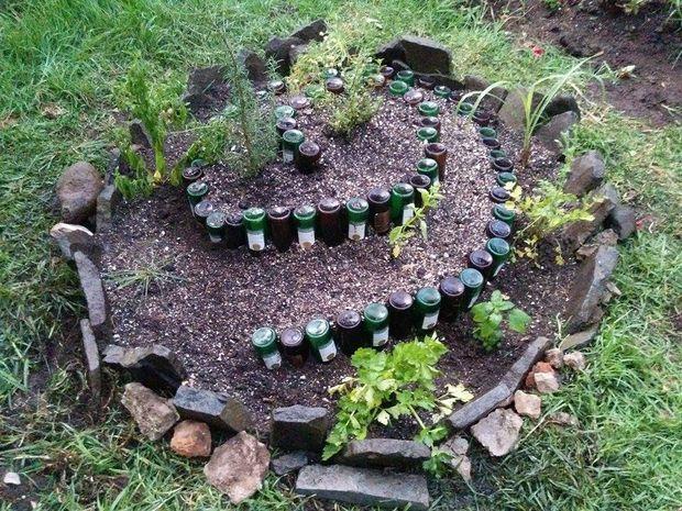 Caracol de jard n con botellas recicladas for Caracol de jardin